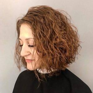 Эффект мокрых волос воском