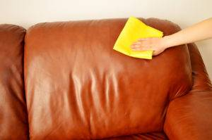 Воск на диване