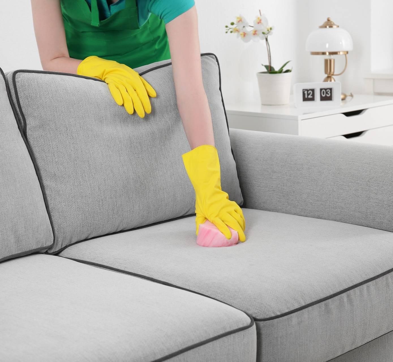 Как убрать воск с дивана