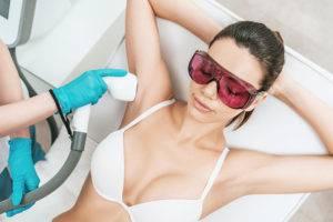 Удаление волос подмышками лазером
