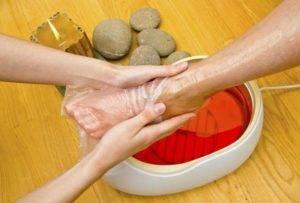 Холодный парафин образует на коже защитную плёнку и создаёт эффект сауны