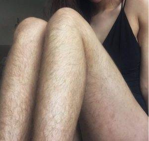 Длинные волосы на ногах