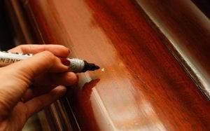Восковой карандаш на обоях как стереть