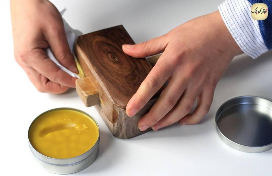 Можно покрыть воском масло