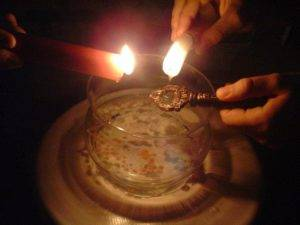 Значение капель воска свечи на воде