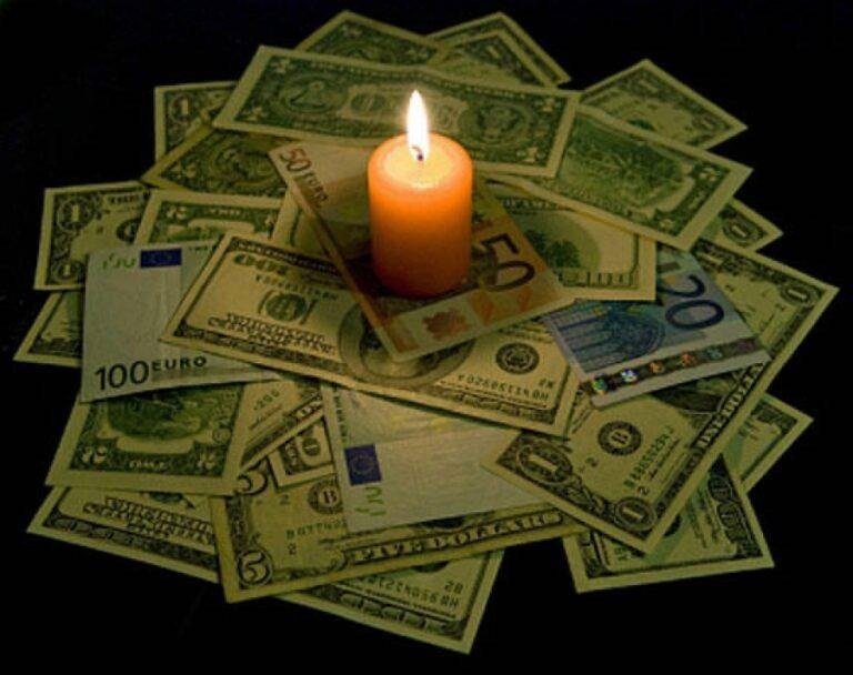 Свеча на деньги