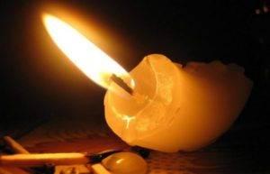 Почему трещит свеча