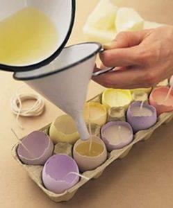Процесс изготовления пасхальной свечи в форме яйца