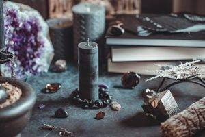 Черная свеча значение в магии