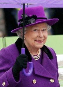 Фиолетовый ассоциируется с королевской семьей