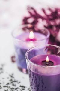 Когда зажигать фиолетовые свечи