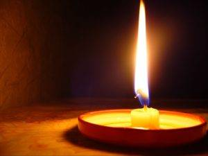 Огарок церковной свечи куда девать
