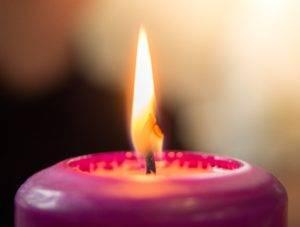 Пламя свечи горит не гаснет до утра