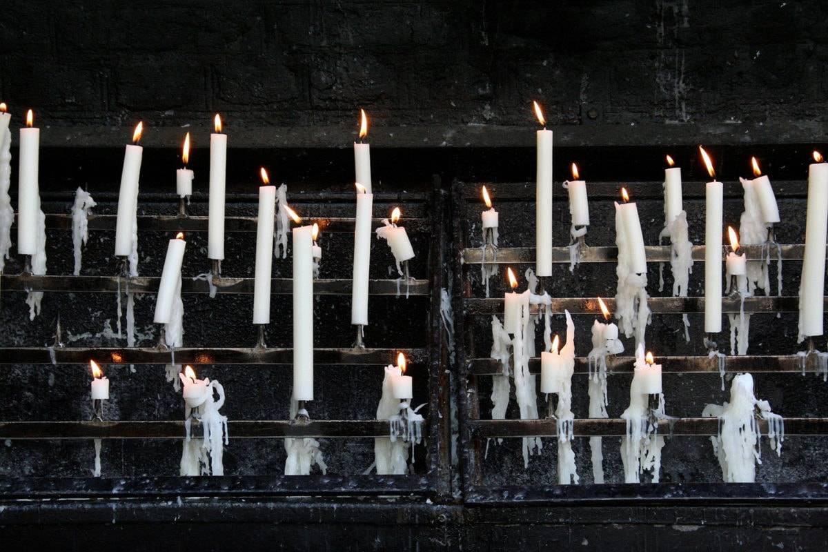 для чего зажигают белую свечу