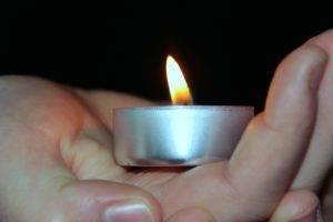 держать свечу во сне
