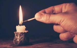 свечи зажигали люди