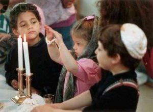 Зажигание свечей в субботу ( шабат) у еврейского народа