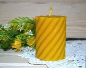 Без опаски можно принимать в подарок свечи, сделанные из искусственных материалов из геля или парафина,