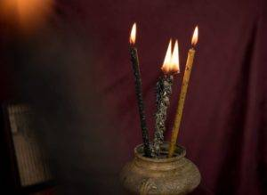 Церковная свеча черного цвета