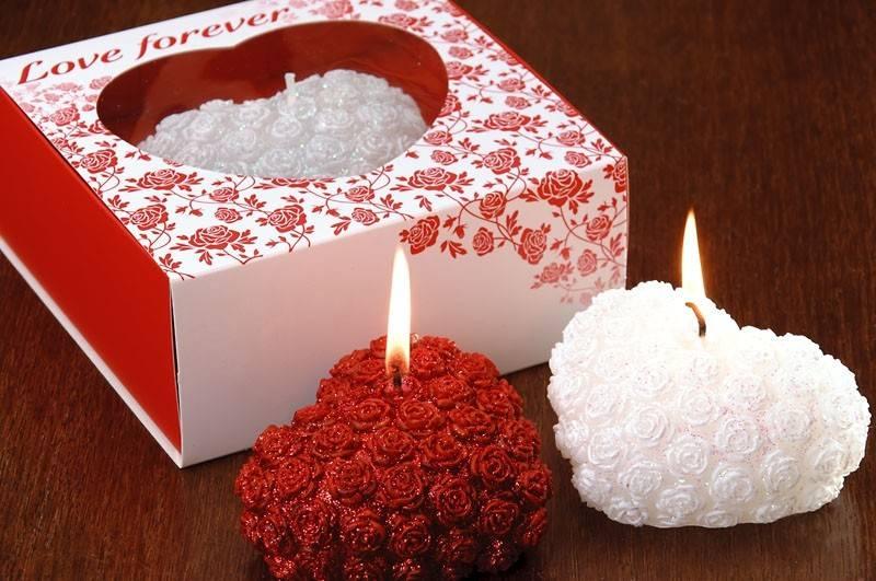 свечи в виде розовых или красных сердечек