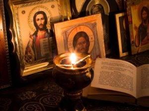 Наиболее сильным оберегом сретенскую свечу считали во время летней гроз
