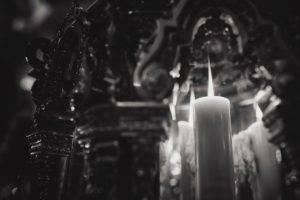 белые свечи относят к алтарным