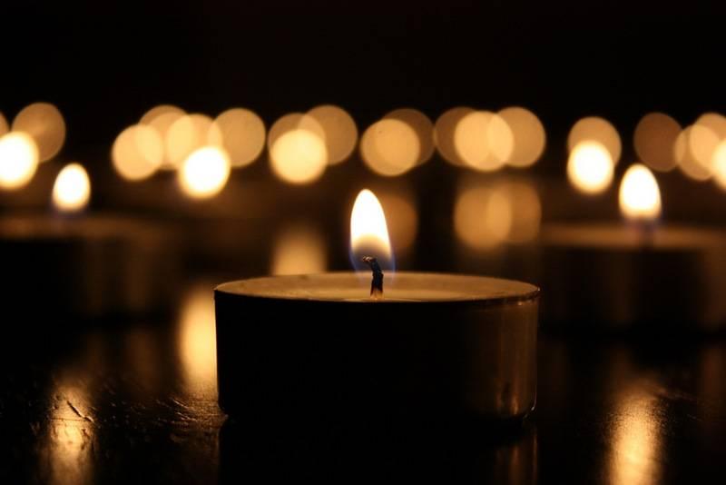 свечу зажигать в субботу