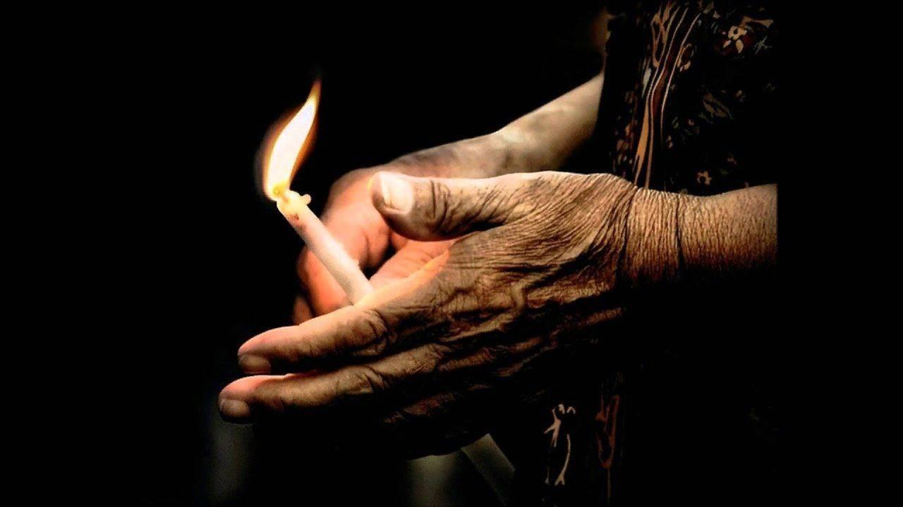 зажигать церковные свечи зажигалкой