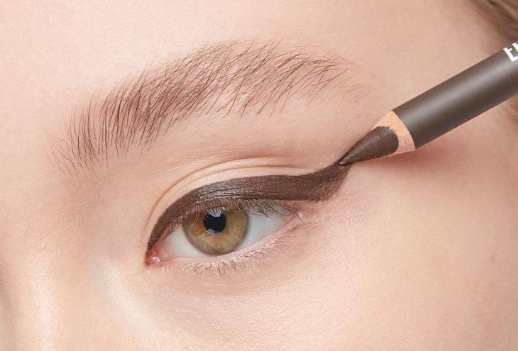 Восковый карандаш для глаз